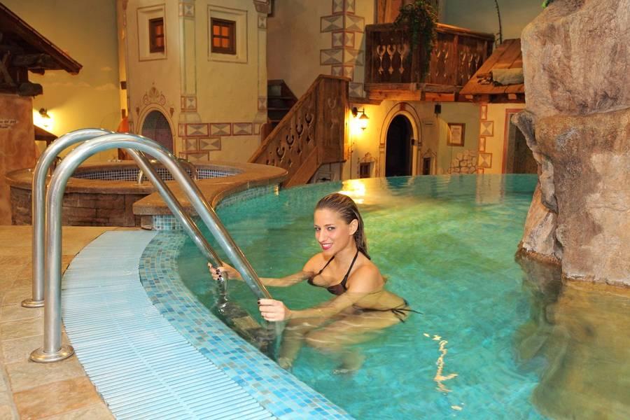hotel a canazei con piscina
